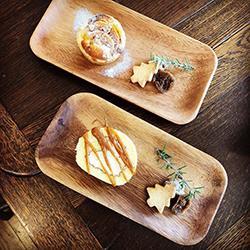ワンコインカフェ:柿のタルトとキャラメルロールケーキ