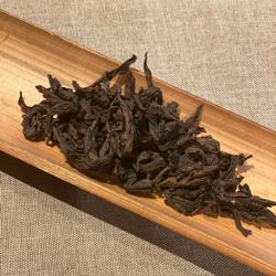 岩山に育つ岩茶はミネラルを豊富に含む。